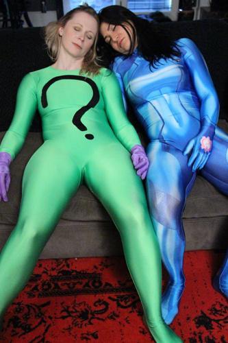 Saya and Serena Body Suits KOs and Poses